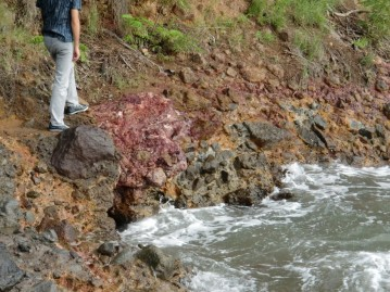 Hydrothermal alteration in the east beach of Rocroy